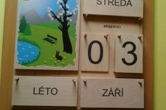 kalendář na chodbě