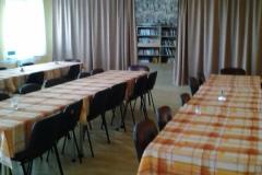 Společenská místnost a knihovna